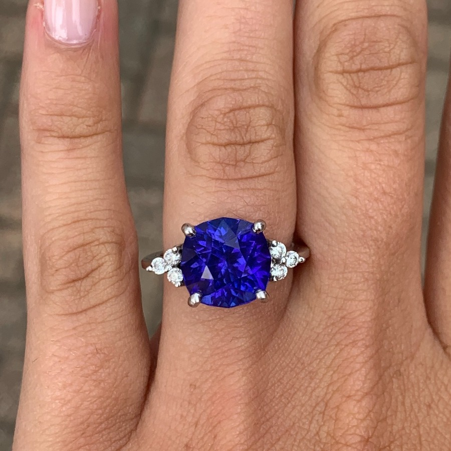 The ring: a 6.32 ct. cushion-cut tanzanite that Björn cut from rough and heated himself.