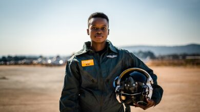 Photo of SA's First Black Female Combat Fighter Pilot Mandisa Mfeka Pens A Letter To Her Critics