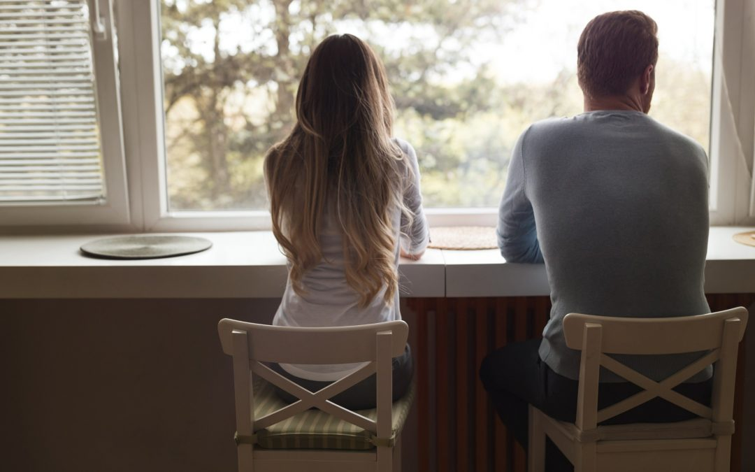 Benching y cushioning: cuando estar en pareja duele.