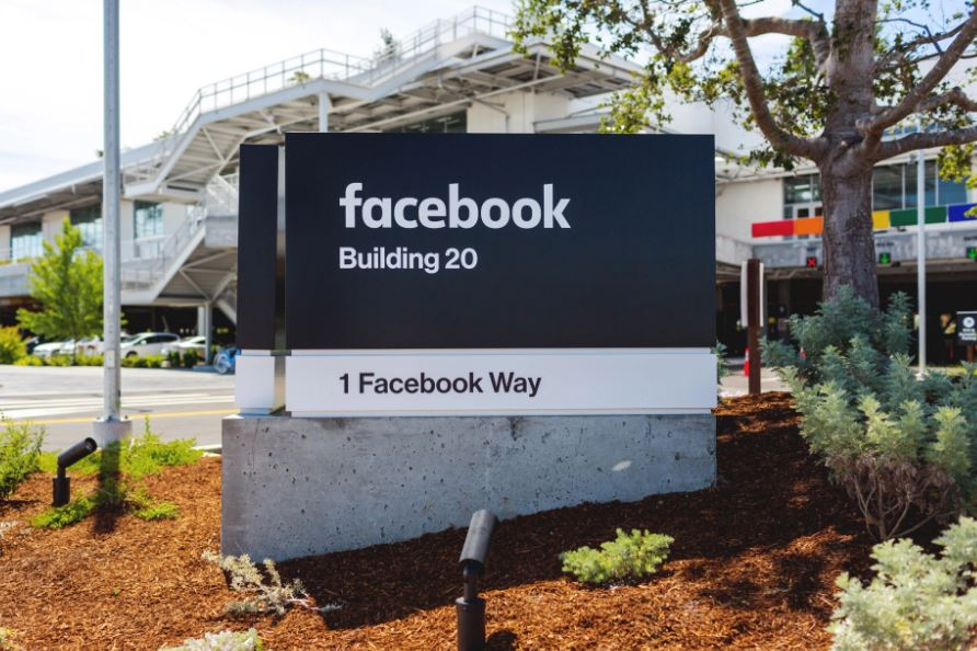 Facebook smart speaker in the works, may release in Q1 of 2018