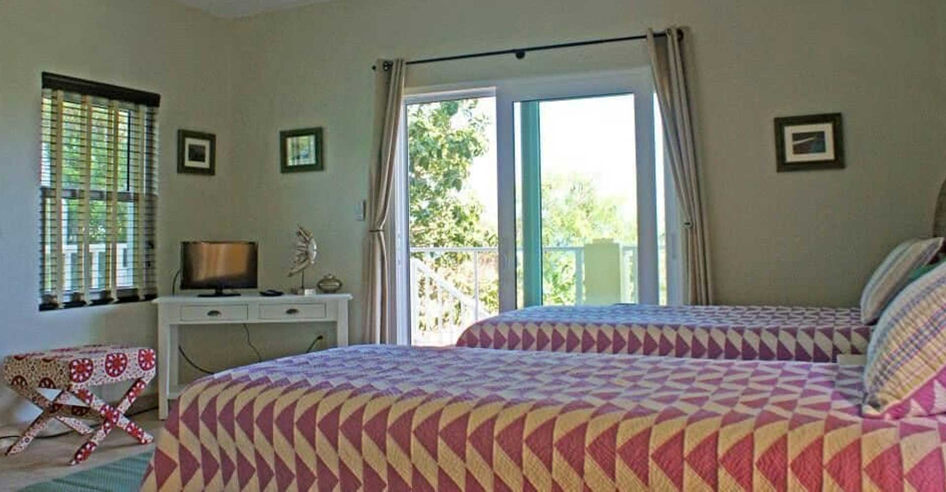 alice-by-the-sea-villa-bedroom-04