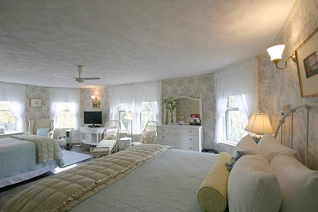 Precipice - King sized bed