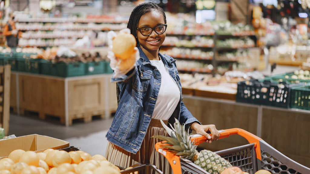 dca_girl-at-grocery