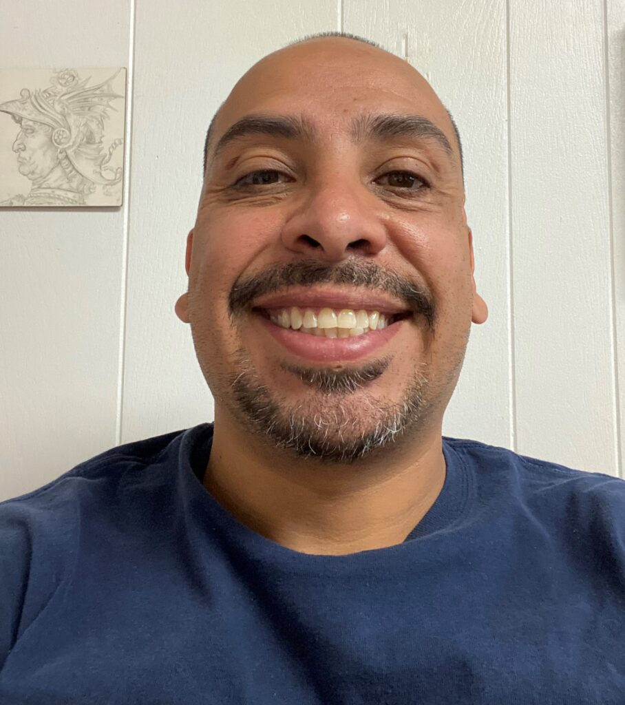 Headshot of Javier Flores