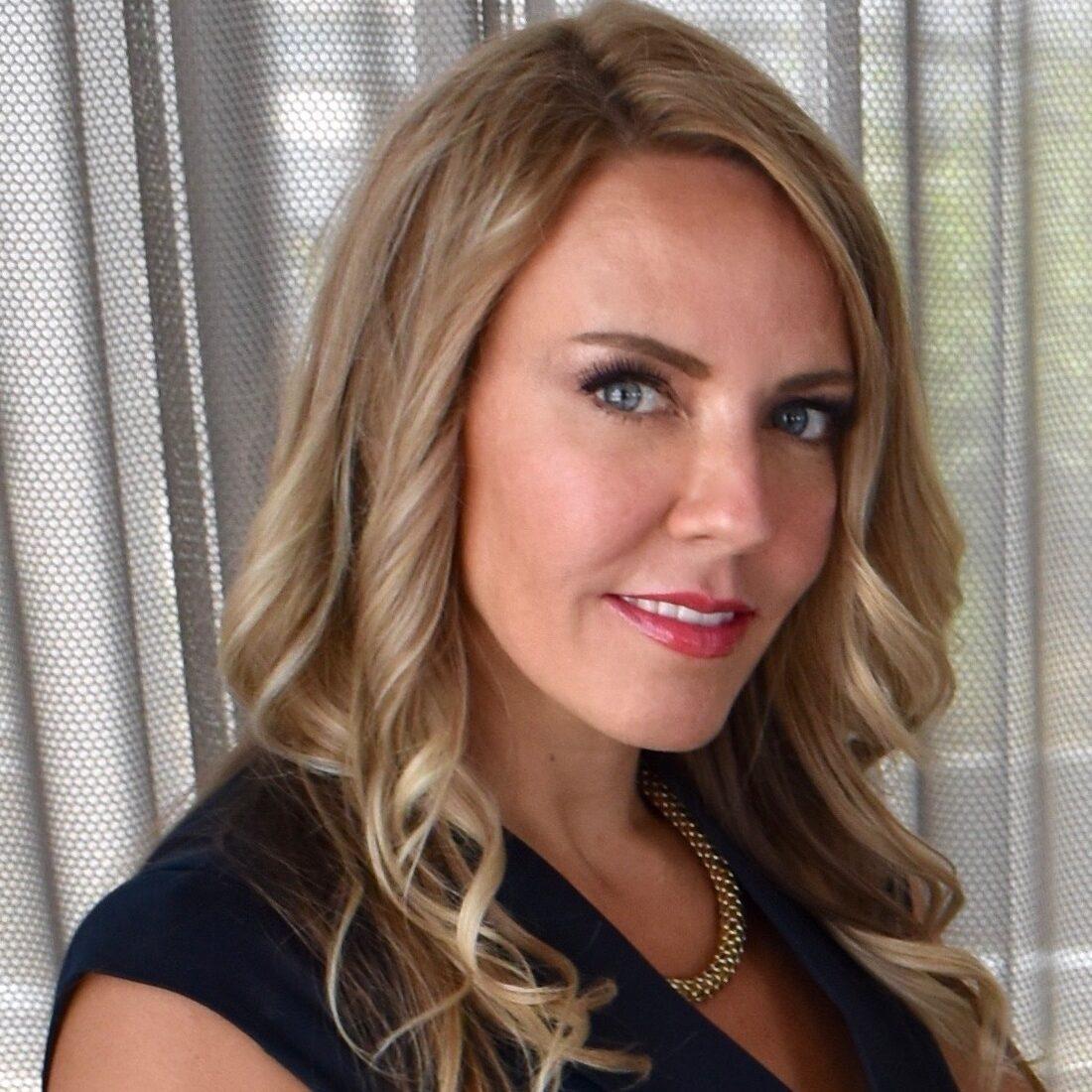 Jennifer Holm Marketing Headshot