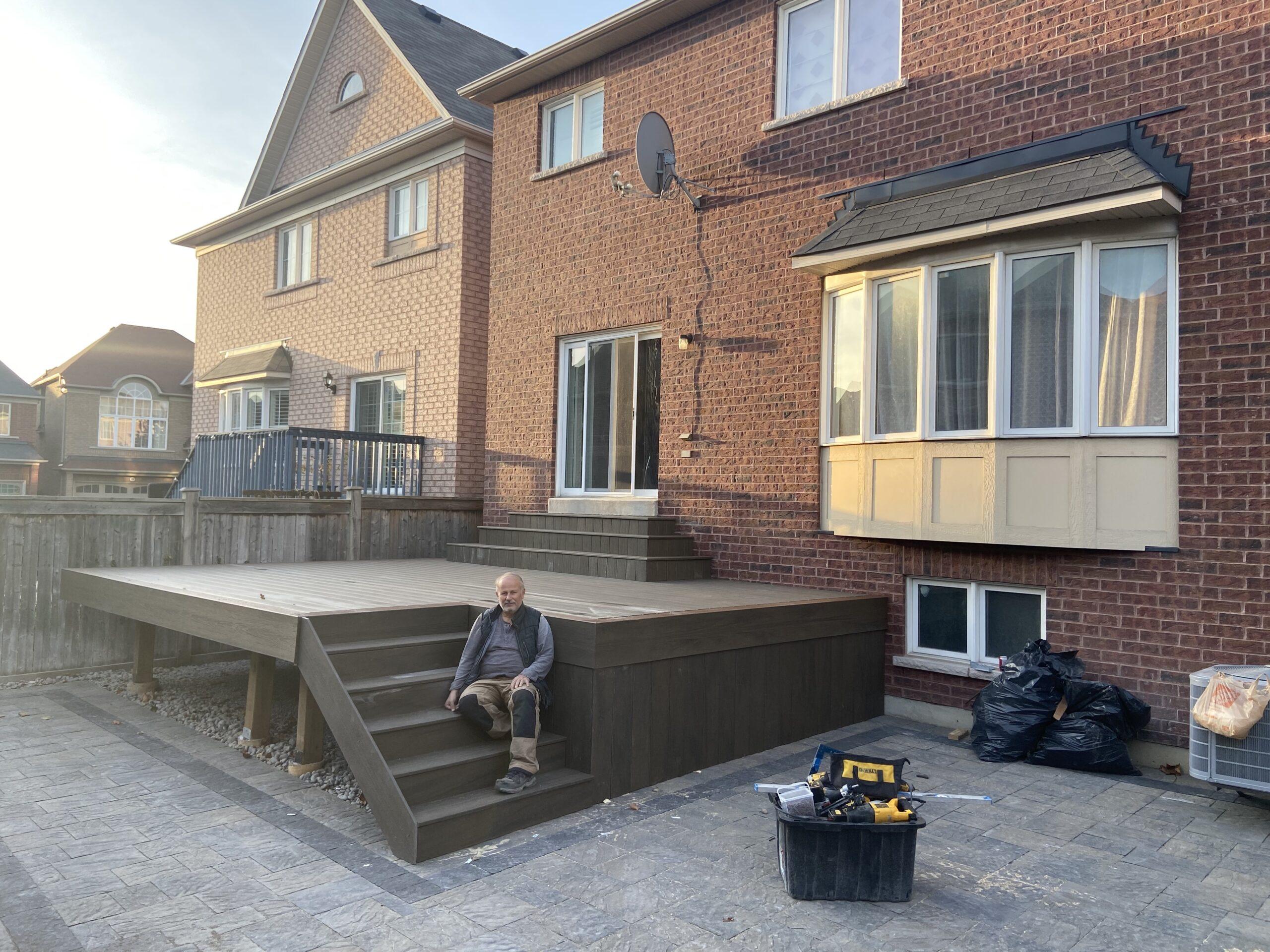richmond hill deck builder with worker