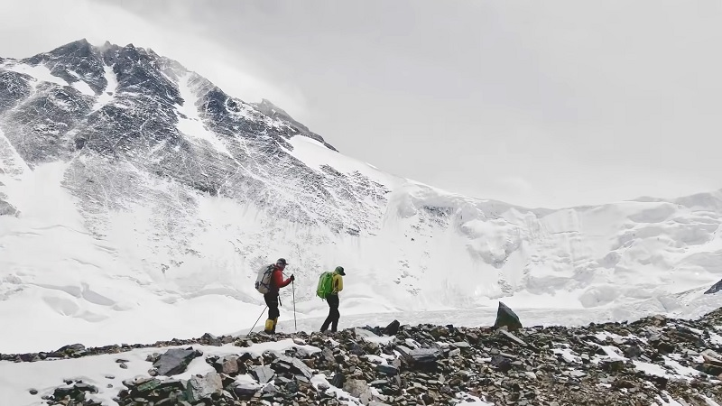 climbing k2 without oxygen