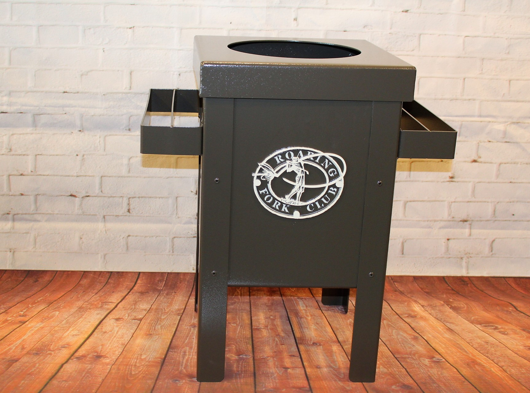 Club Cleaning Station -Roaring Forks