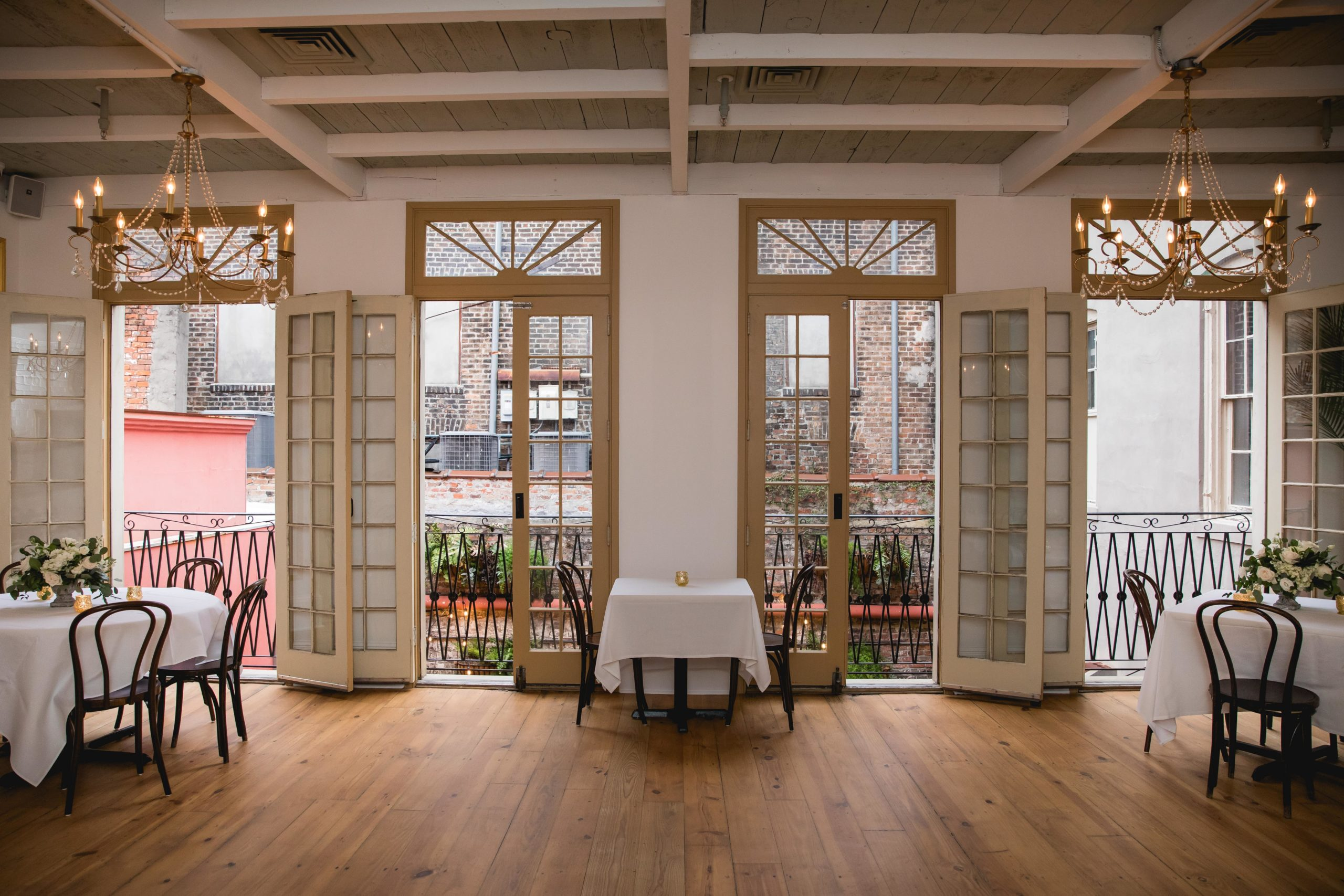 tujagues-restuarant-dining-room