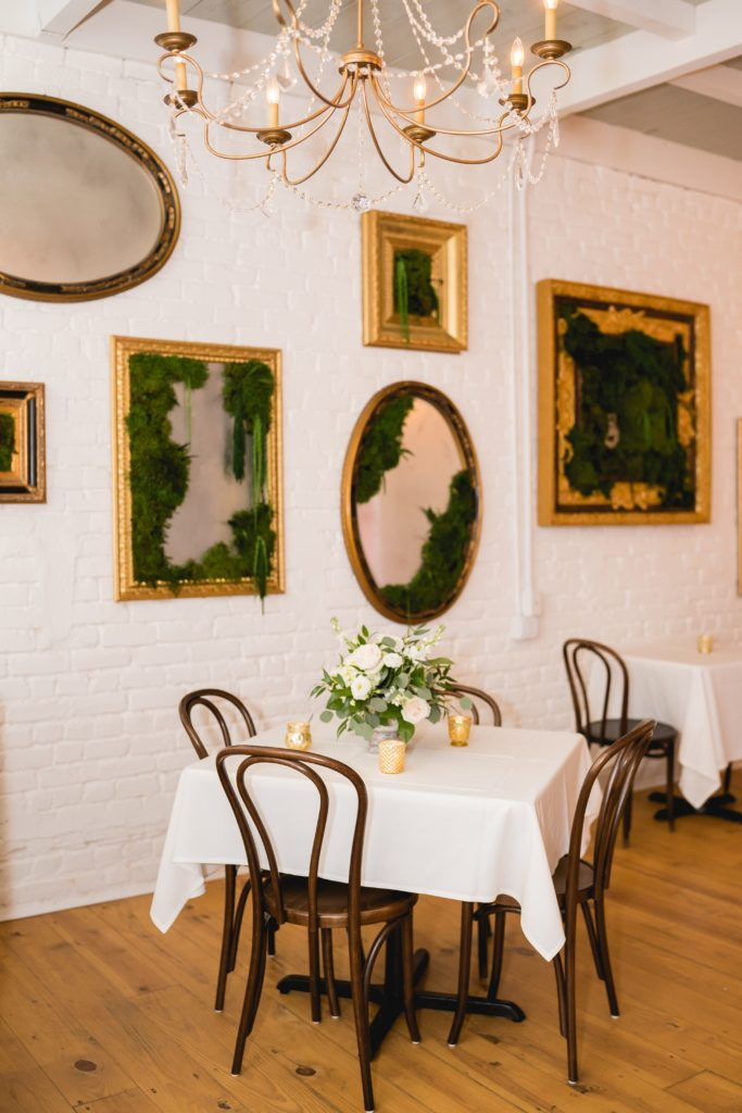 Tujagues-dining-room-table-and-art-wall