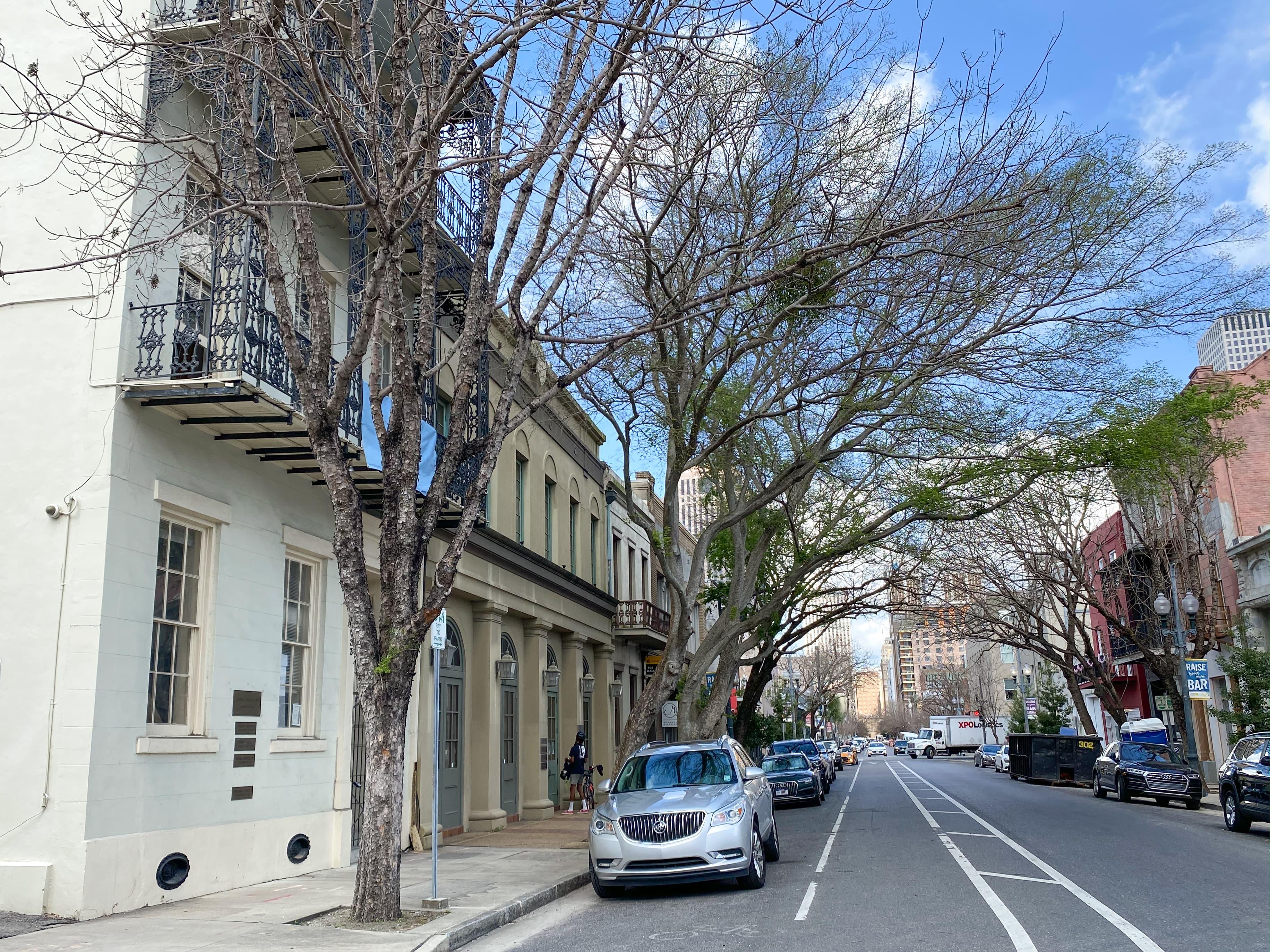 baronne-exterior-street-view