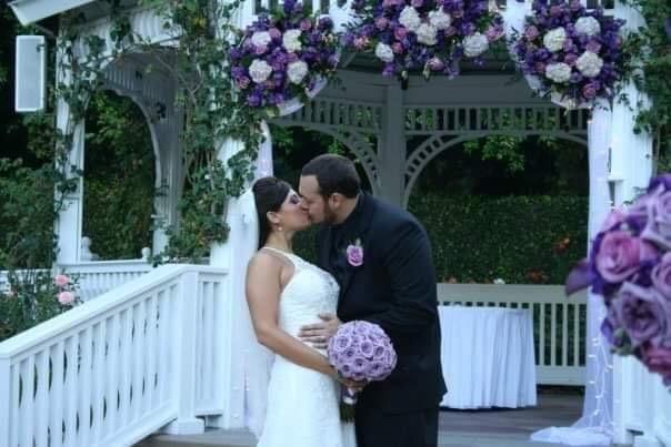 Nicole & Joe Kiss - Disneyland Weddings