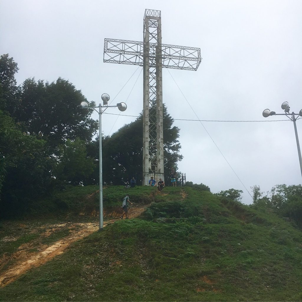 La cruz on top of the mountain