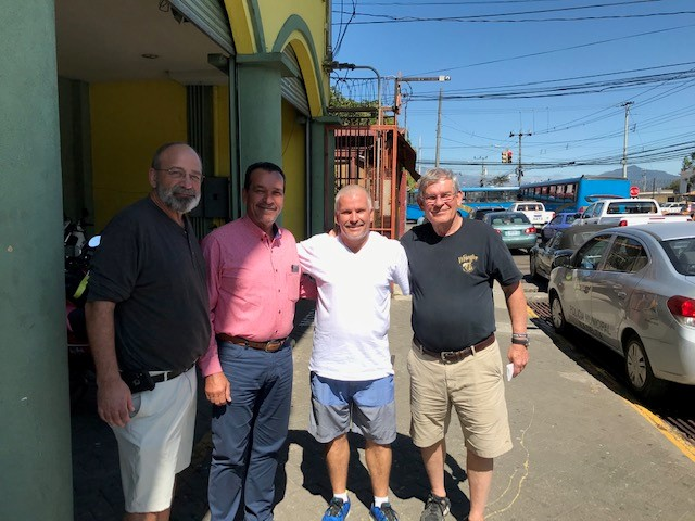 Mike-H-and-Pat-meeting-the-Mayor-of-Alajuelita