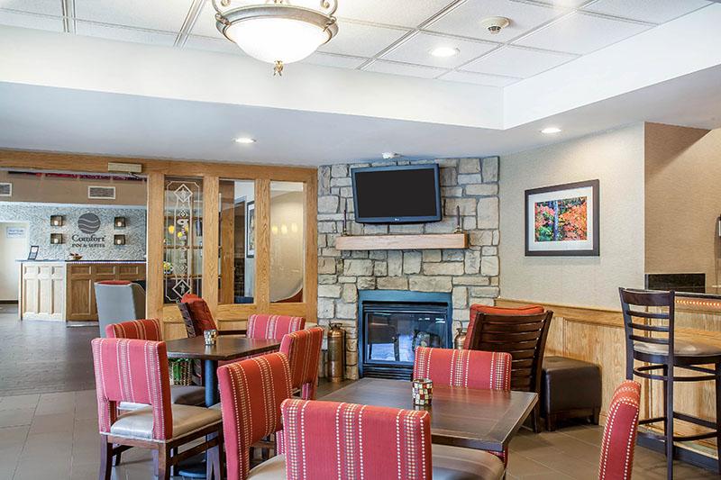 Sturbridge comfort inn sitting area with fireplace