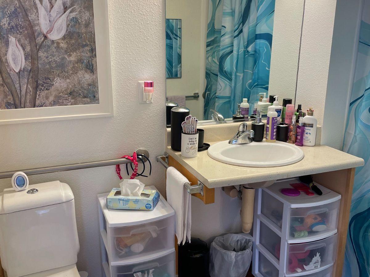 Diana - Bathroom