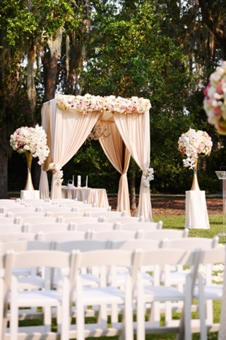 photo credit: http://www.neworleansweddingsmagazine.com/real_wedding/varsha_and_marlin.aspx