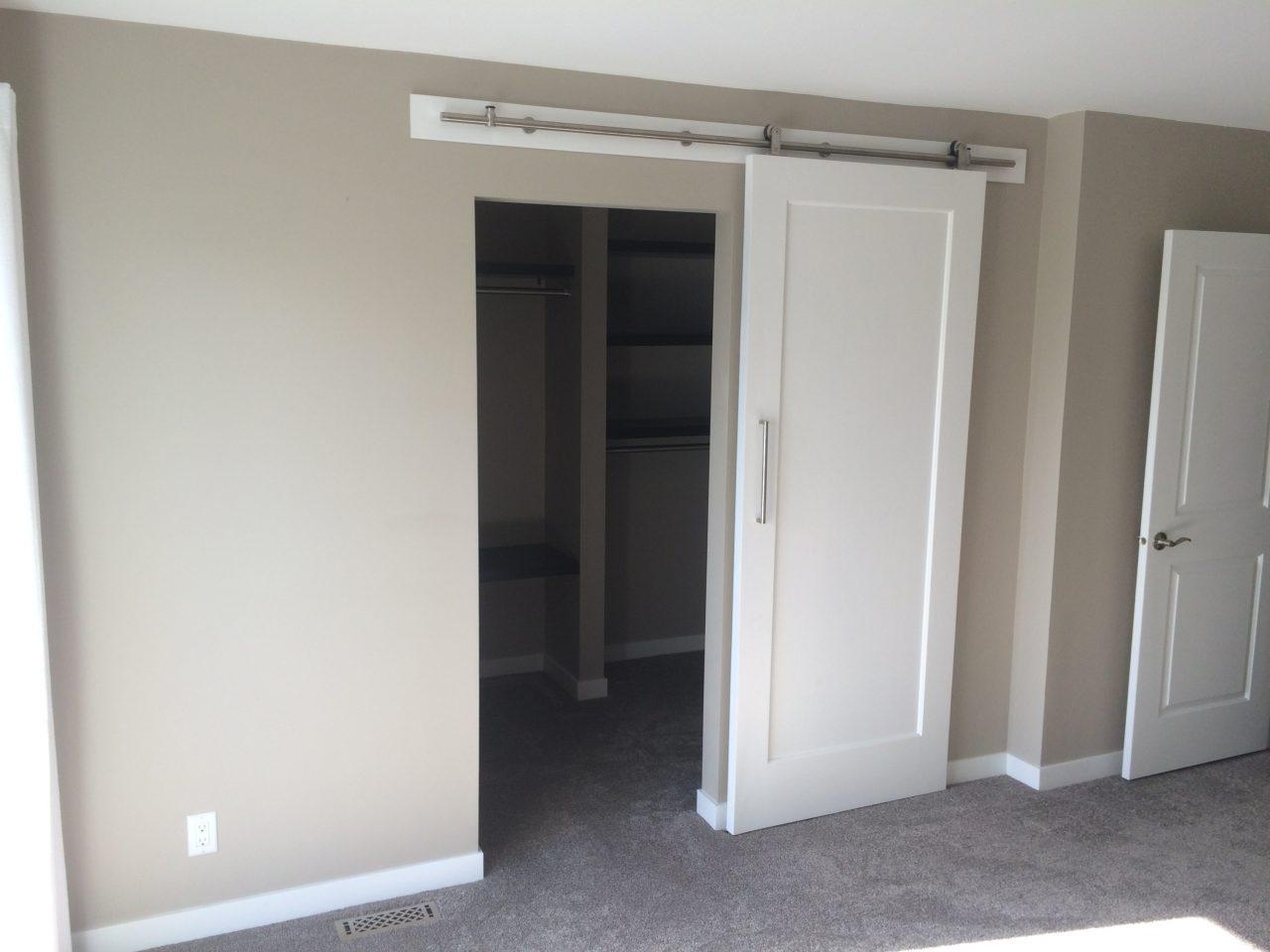 walk-in-closet-construction