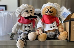 Teddy bears with chef clothing