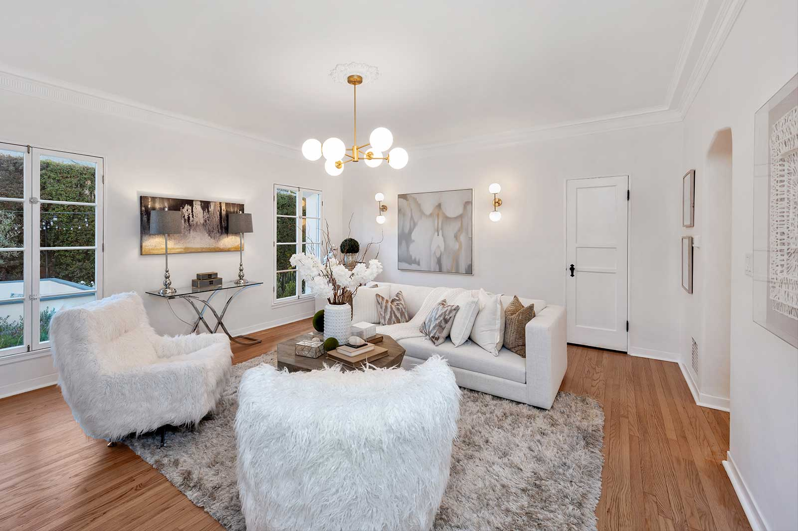 The Hayworth: Elizabeth Taylor Suite-Living Room