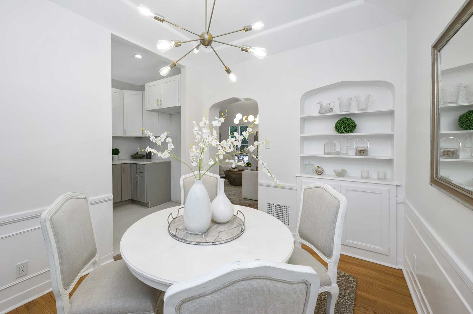 The Hayworth: Elizabeth Taylor Suite-Dining Room