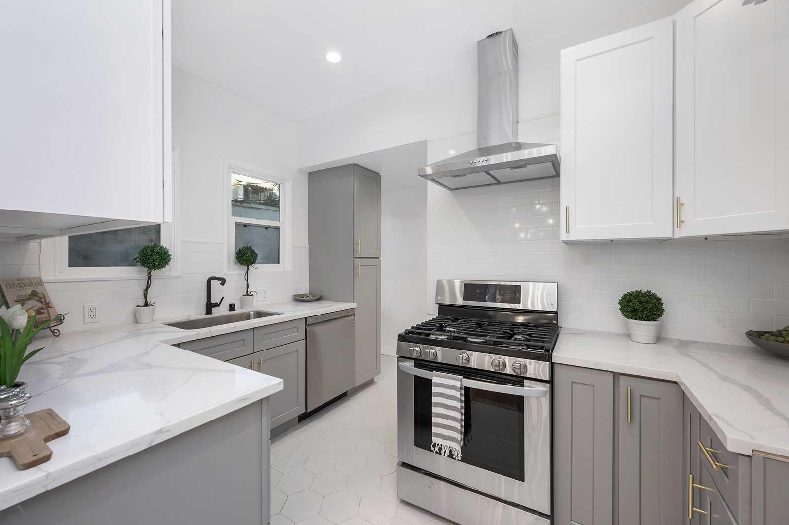 The Hayworth: Elizabeth Taylor Suite-Kitchen