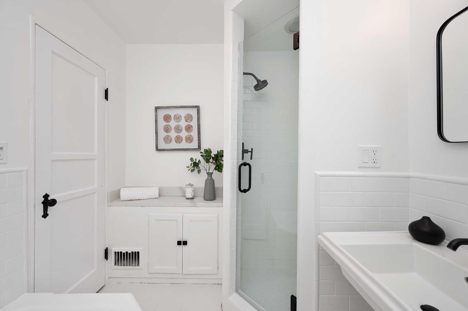 The Hayworth: Elizabeth Taylor Suite-Bathroom