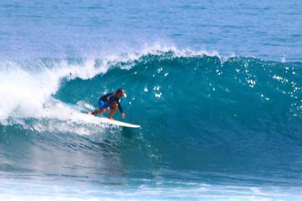 Cameron-instructor-advanced-Surf-coaching-Uluwatu-2-NextLevel-Surfcamp-Bali.jpg