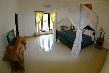 Deluxe-Suite-queenbed-2-NextLevel-Surfcamp-Bali-1.jpg