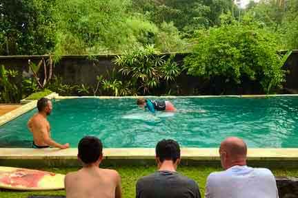 Duckdive-Pool-lesson-NextLevel-Surfcamp-Bali-3.jpg