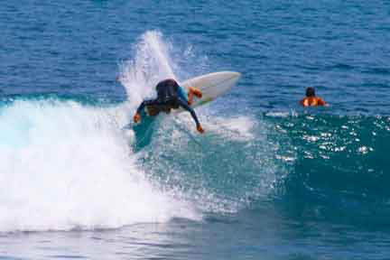 Erik-instructor-advanced-surf-coaching-Uluwatu.jpg