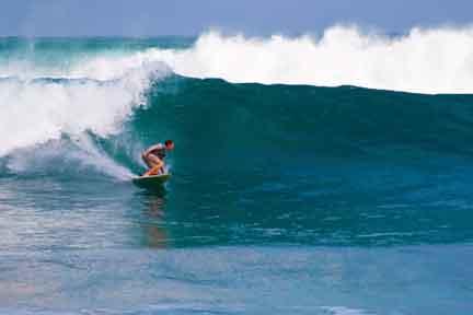 Intermediate-surfer-Dreamland-NexLevel-Surfcam-Bali-2.jpg
