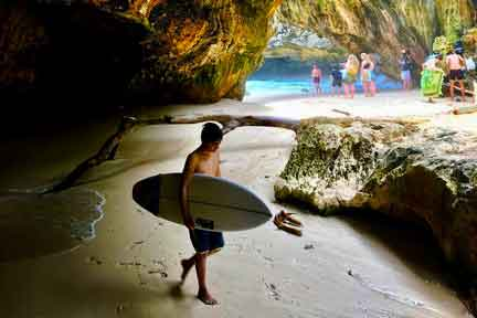 Intermediate-surfer-Uluwatu-NexLevel-Surfcam-Bali.jpg