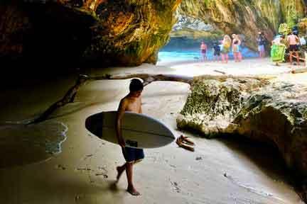 Intermediate-surfer-Uluwatu-NexLevel-Surfcam-Bali.jpg