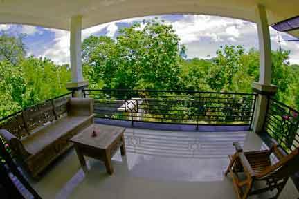 Penthouse-Balcony-NextLevel-Surfcamp-Bali.jpg