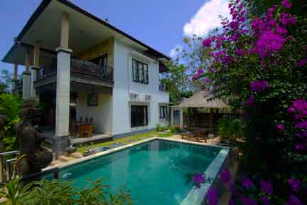 Pool-and-Villa-3-NextLevel-Surfcamp-Bali.jpg