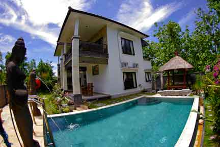 Pool-and-Villa-NextLevel-Surfcamp-Bali-1.jpg