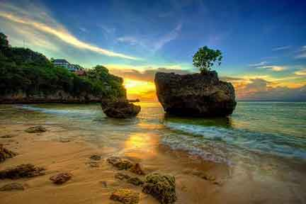 Sunset-at-Padang-Padang-NextLevel-Surfcamp-Bali.jpg