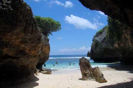 Uluwatu-Cave-1-2.jpg