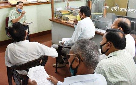 2022 के विधानसभा चुनाव की तैयारियों को लेकर राजनैतिक दलों के साथ बैठक