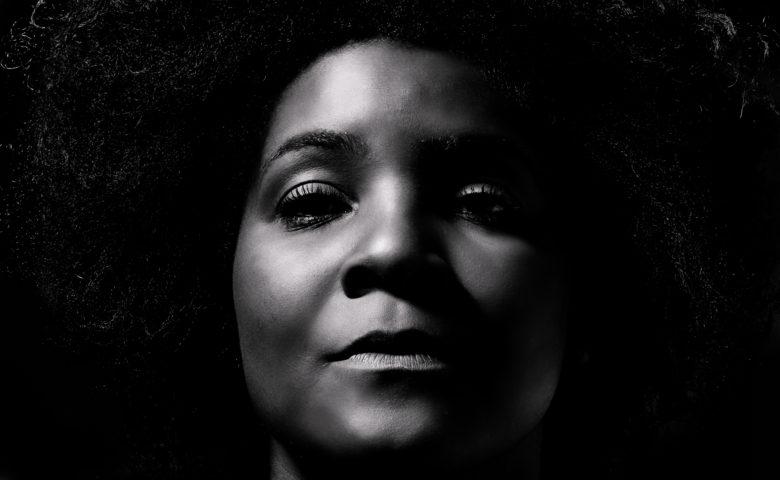 Após vinte anos de carreira, Fernanda Marx lança seu primeiro disco autoral