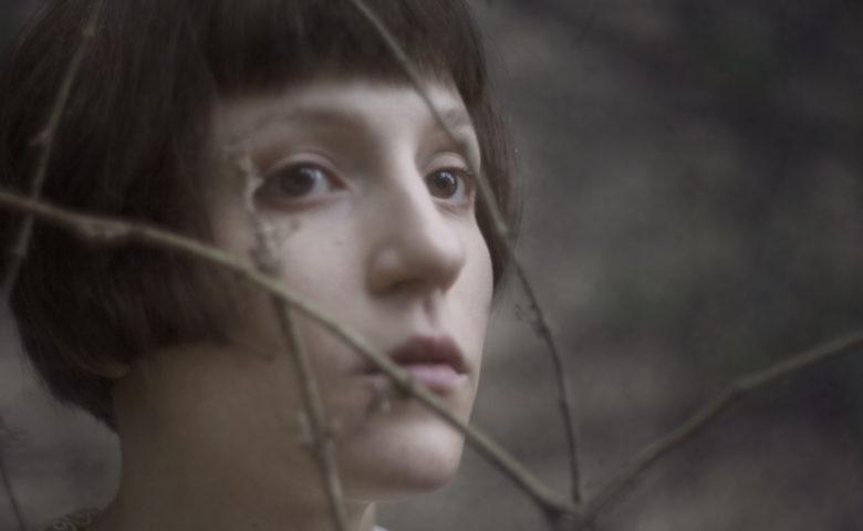 All that 'mess': a estreia inclassificável de Giovanna Moraes