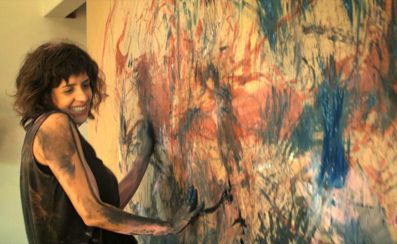 Exclusivo: Julia Branco desenha um mapa íntimo de liberdade em novo vídeo