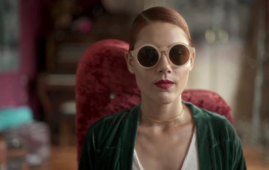 """""""Nada é tão grande que seu sonho não alcance"""": Amanda Mittz estreia em clipe"""