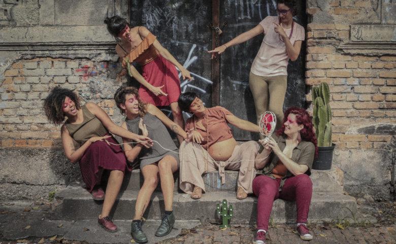 """""""Alegria, arte e afeto"""", tudo isso no EP de estreia das Pitaias"""