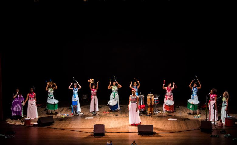 Ao som dos tambores, música, história e luta se mesclam no coletivo Cores de Aidê