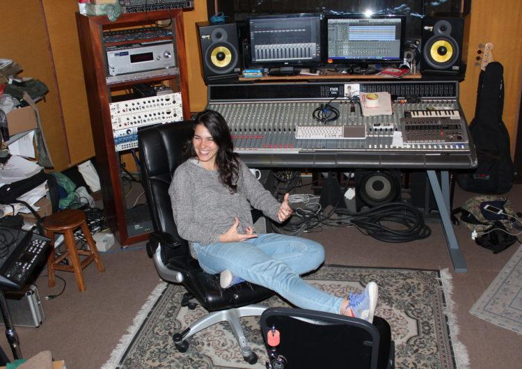 """""""Nós produtoras somos empreendedoras de som, visionárias e conselheiras"""": Alejandra Luciani"""