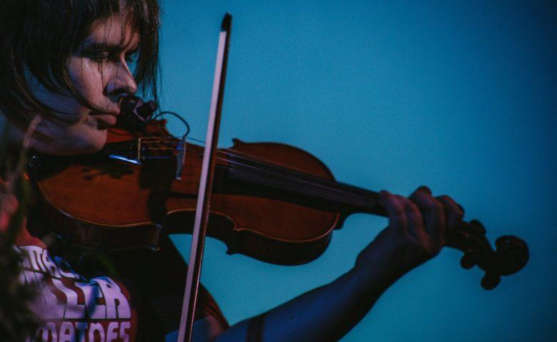 """""""Produzir é traduzir o mundo em sons mais harmônicos"""": Desirée Marantes"""