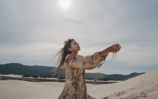 """Malu Maria floresce e se expande em novo single, """"Ela Terra"""""""