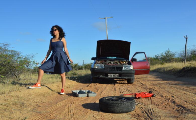 Andrezza Santos lança clipe em Libras e fala sobre novo álbum, Eutrópica